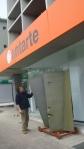 escultura de Paulo Neves à porta da loja da antarte na boavista